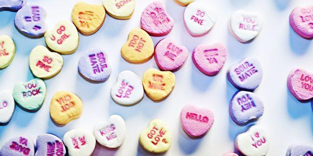 Love bombing: 7 cose che vi dirà chi giura di amarvi e vuole solo manipolarvi