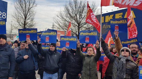 Ikea, sciopero lavoratori e solidarietà per la mamma licenziata a Corsico