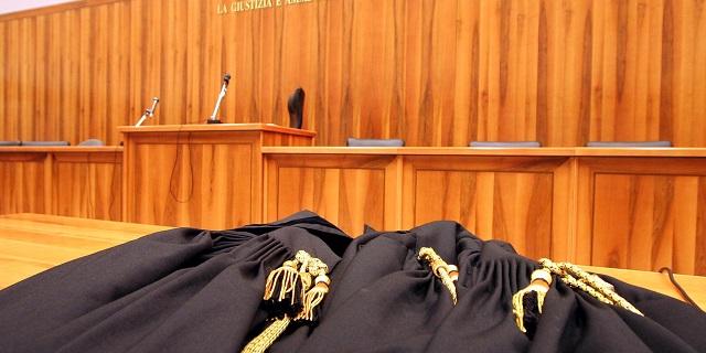 Francesco Bellomo, il magistrato accusato di costringere le borsiste a indossare minigonne, si difende