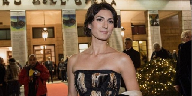 Virginia Raggi in abito d'alta moda al teatro dell'Opera di Roma