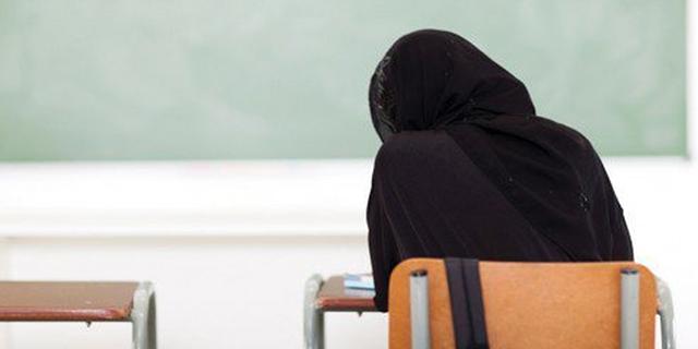 rifiuta di indossare velo islamico