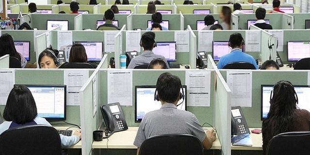 Call center, a lavoro per 33 centesimi l'ora: stipendio da 92 euro
