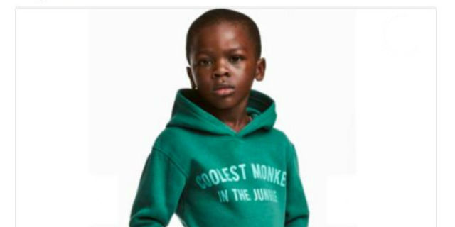 Razzista è chi si indigna se il bimbo nero indossa questa felpa, non H&M