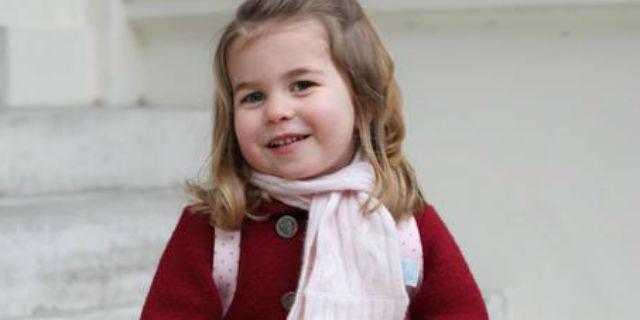 Il primo giorno di asilo della principessa Charlotte nelle foto di mamma Kate