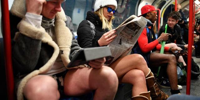 Com'è andato il No Pants Day, la giornata in cui si va in metro senza pantaloni