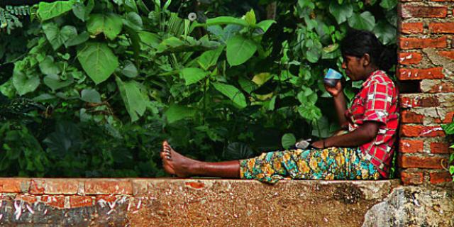Sri Lanka, il dietrofront del Governo: niente alcol né lavoro nei bar per le donne