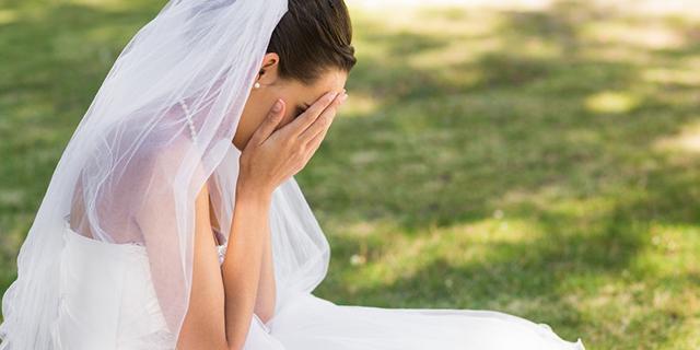 Nozze da incubo: lui non si presenta alle nozze, lei lo cerca e lo picchia