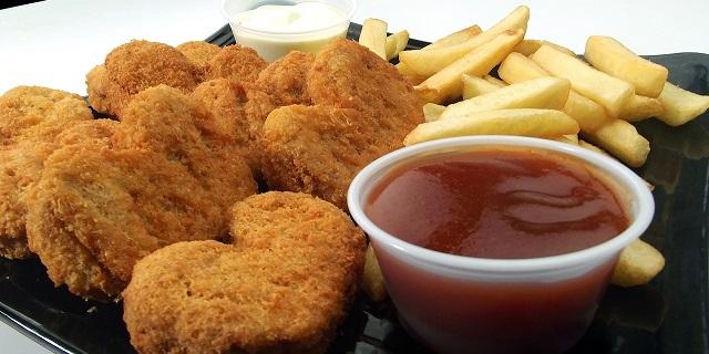 Lavori strani: pagati per mangiare Chicken Nugget