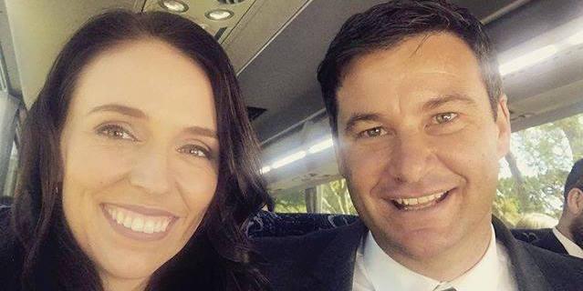 Nuova Zelanda, la premier che si è ribellata al maschilismo annuncia la gravidanza