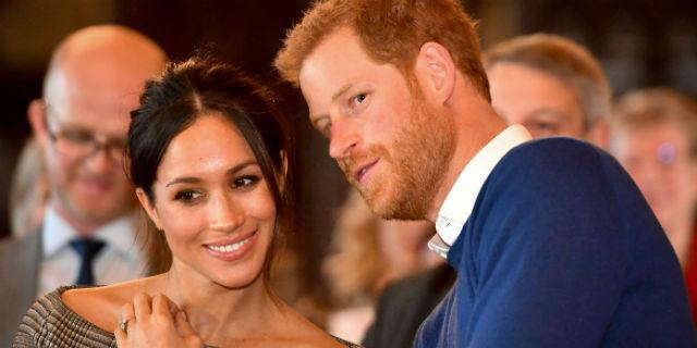William col nuovo look che piace ai sudditi, Harry e Meghan incantano a Cardiff
