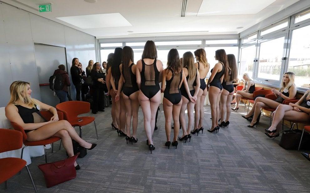 Chi sono le nuove aspiranti Miss Italia: una sfila con il bambino in fasce
