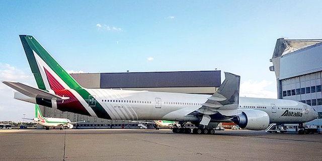 Alitalia sfida Norwegian su Twitter: lo sfottò tra i due colossi