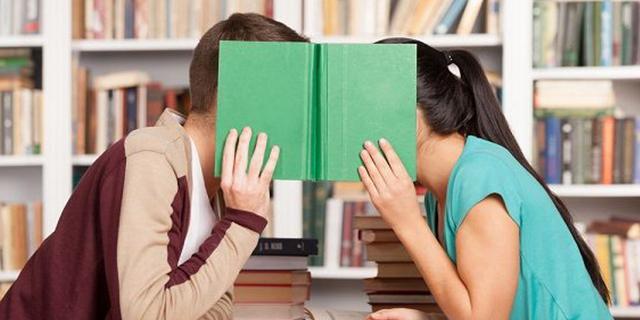 Vietato innamorarsi a scuola, preside minaccia gli studenti