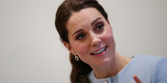 Kate Middleton dona i capelli a bambini malati di cancro