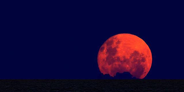 Arriva la Super Luna blu e... rossa: un evento astronomico rarissimo