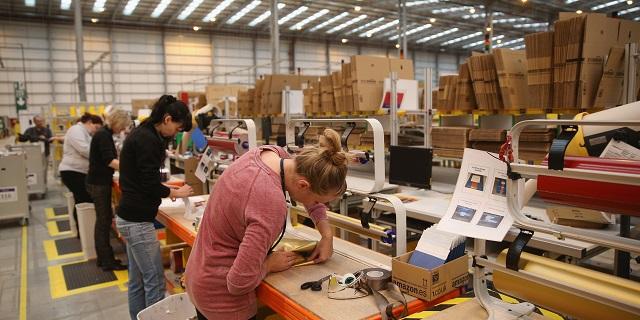 Amazon brevetta un bracciale per monitorare i dipendenti