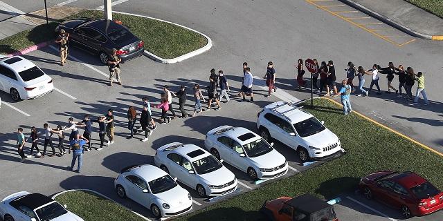 Florida, strage in una scuola: ex studente spara nelle classi