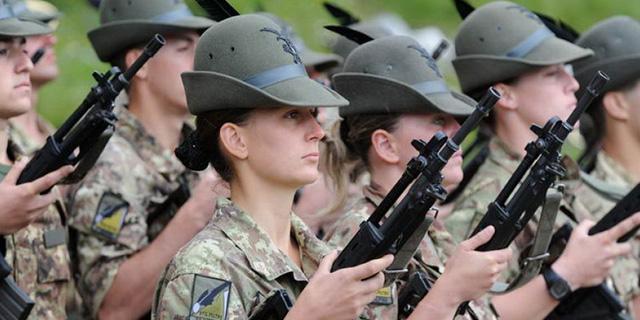 ragazze militari