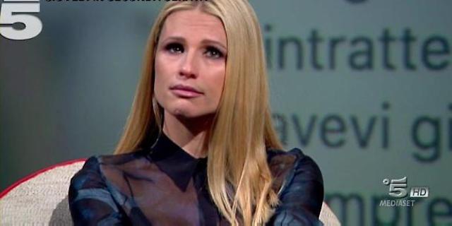"""Michelle Hunziker: """"Hanno minacciato di buttare l'acido in faccia ad Aurora"""""""