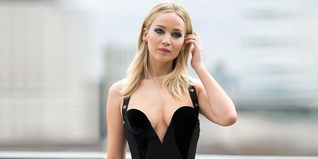La risposta di Jennifer Lawrence a chi la critica per l'abito scollato è da applausi