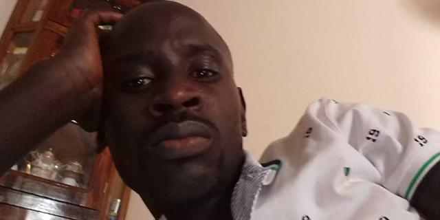"""Senegalese cerca lavoro ma viene insultato: """"Raccogli banane? Cerco scimmie"""""""