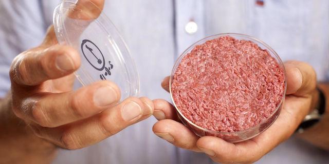 Gli hamburger sintetici saranno presto realtà: nei supermercati entro il 2021