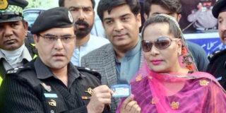 Svolta storica in Pakistan: concessa la patente a 30 transessuali