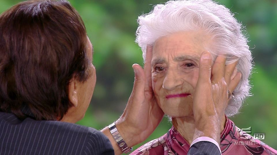 """Isola dei Famosi, Flavio Montrucchio bacia Alessia:""""Ti amo con i tuoi difetti"""""""