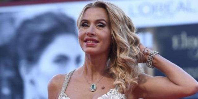 """Valeria Marini inviata speciale per l'Isola dei Famosi: """"Mi mancherà fare l'amore"""""""