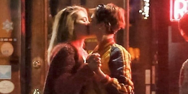 Cara Delevingne e Paris Jackson si baciano: amicizia o amore?