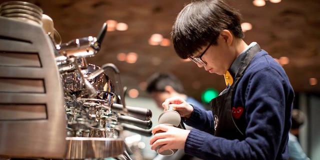 Afroamericani arrestati da Starbucks, arrivano le scuse della catena di caffè