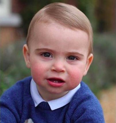 Il debutto reale del principe Louis: è già una star