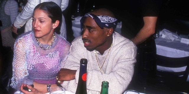 """""""Ti lascio perché sei bianca"""", all'asta la lettera di Tupac a Madonna"""