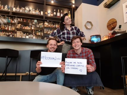 Il barman anti-cafoni diventa virale: è guerra ai clienti ineducati