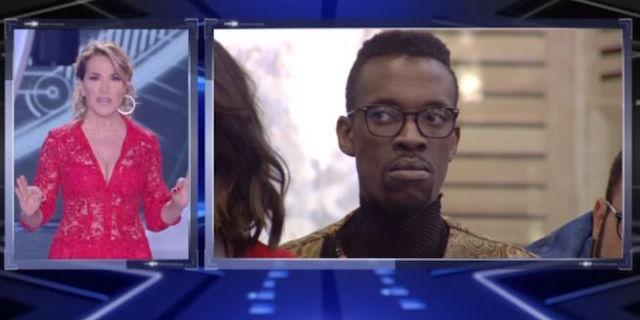 """Grande Fratello 2018: squalificato Baye Dame, la D'Urso: """"Mi vergogno"""""""