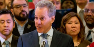 L'accusatore di Weinstein Schneiderman si dimette dopo l'accusa di abusi sessuali