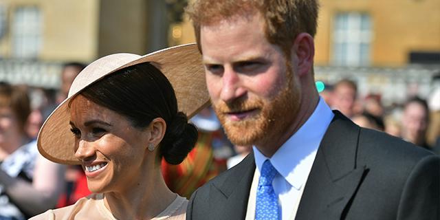 Harry e Meghan, le foto della prima uscita ufficiale da marito e moglie