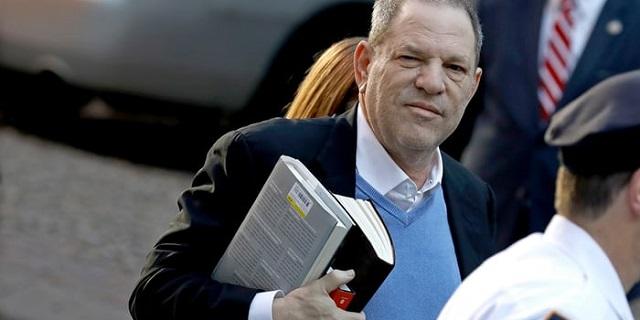 Harvey Weinstein si è consegnato alla polizia, pagata la cauzione