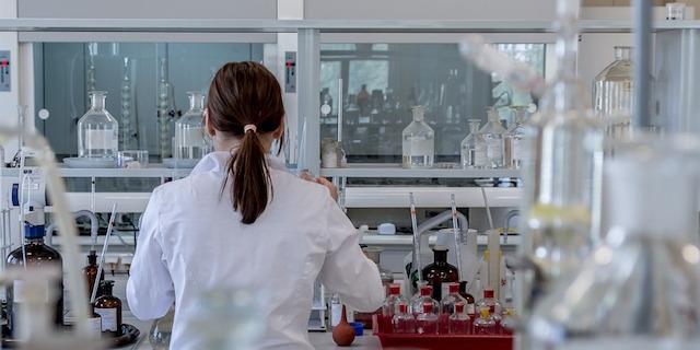 Le oncologhe italiane Francesca Battaglin e Luisa Carbognin sono state premiate negli Usa per le loro ricerche sul tumore.