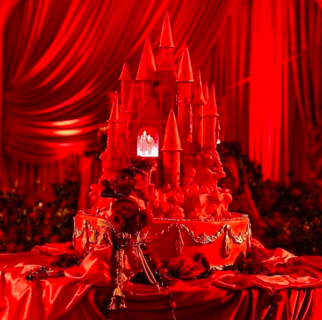 L'abito con le corna e il matrimonio gotico di Kat Von D tra sangue e teschi