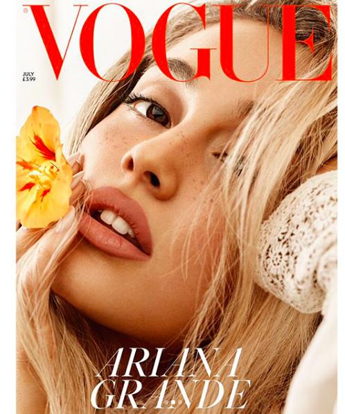 Ariana Grande irriconoscibile e bellissima: bionda e senza coda