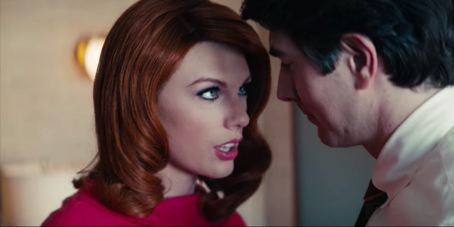 Taylor Swift, irriconoscibile con i capelli rossi