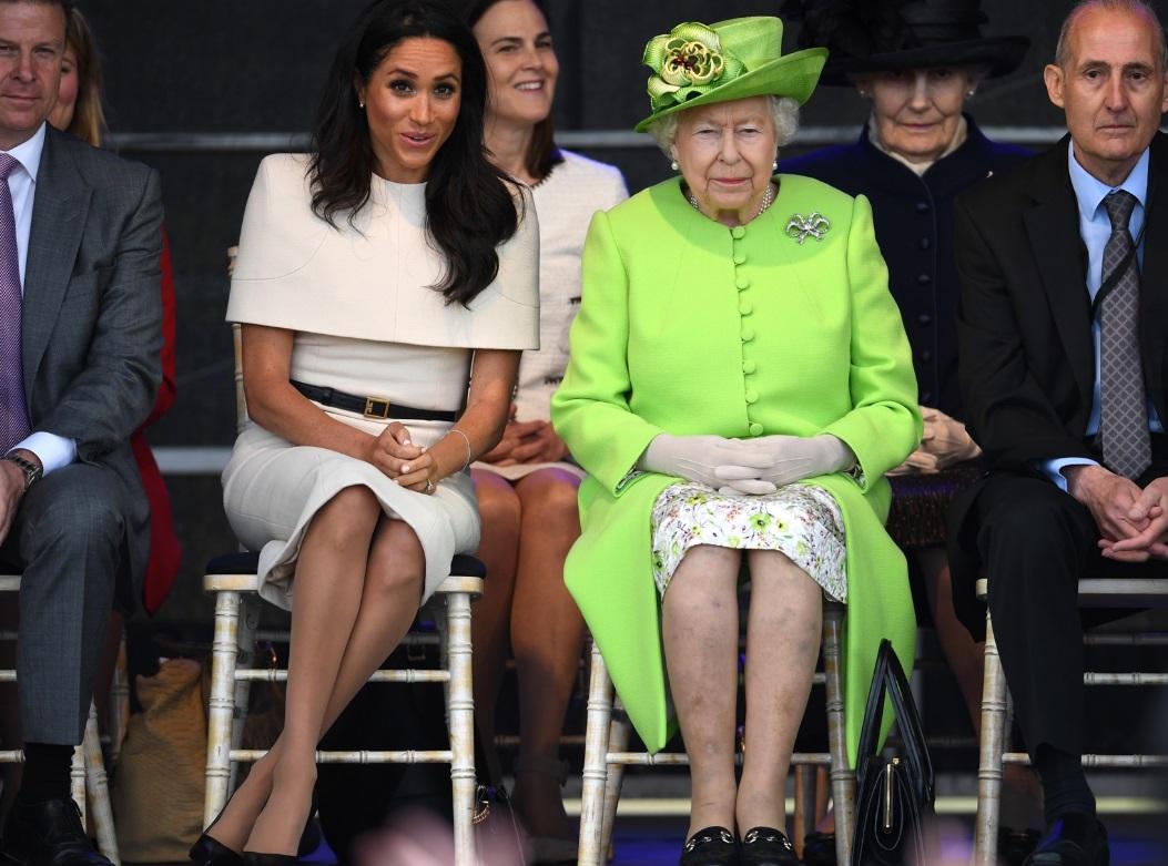 La complicità tra Meghan Markle e la regina e quella dedica d'amore a Harry