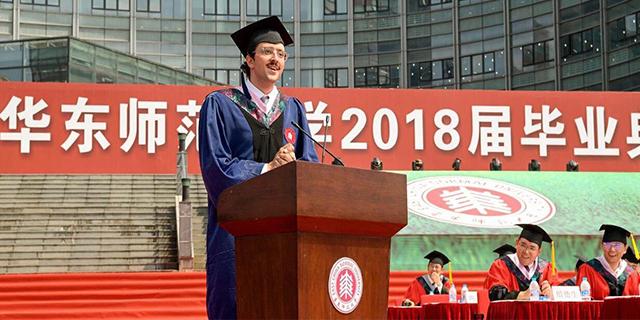 """Lo studente italiano che ha conquistato la Cina: """"Qui l'acqua calda fa miracoli"""""""