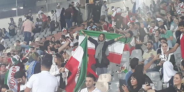 donne iraniane allo stadio