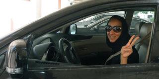 donne al volante in auto