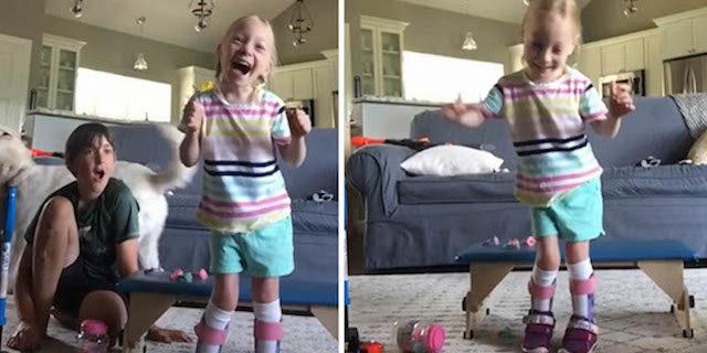 L'emozionante reazione della bambina che a 5 anni cammina per la prima volta