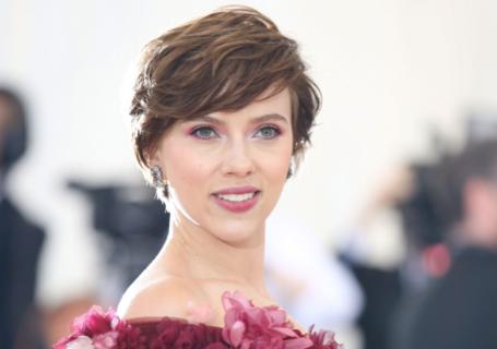 Scarlett Johansson rinuncia al ruolo del trans in un film