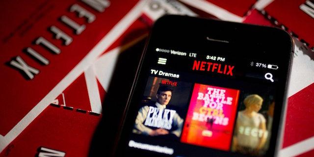 Cos'è Smart Download, la nuova funzione di Netflix