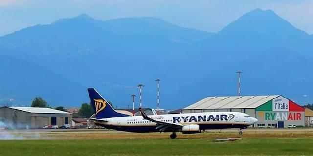 """Ryanair condannata per un ritardo, il giudice """"maltempo prevedibile"""""""